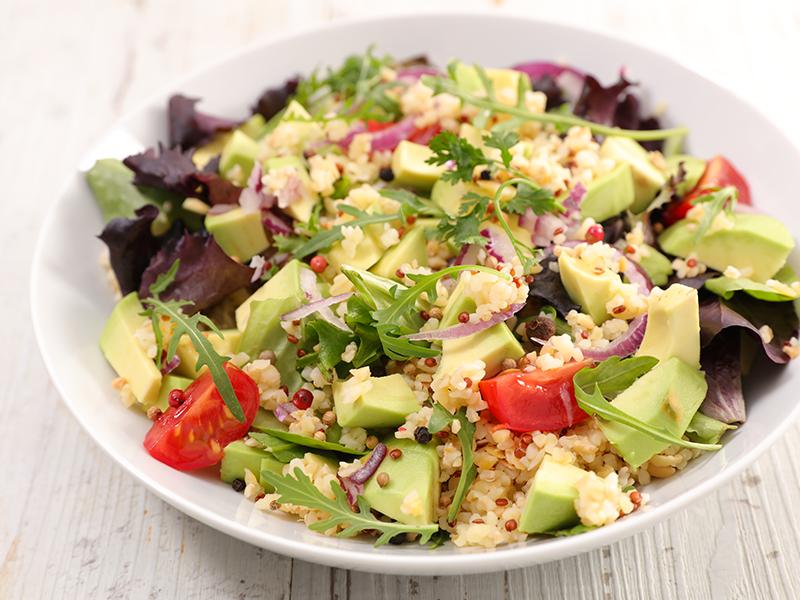 Salada de quinoa e abacate