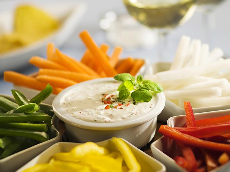 Dips de legumes com molho de queijo quark